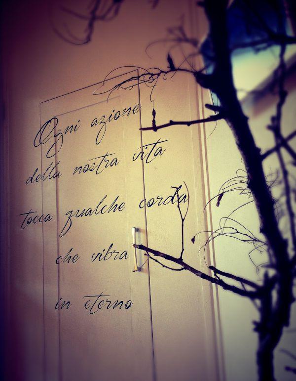scritta in corsivo personalizzata e  realizzata a mano su parete